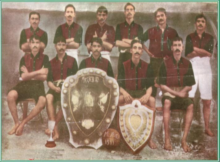 1911 का ऐतिहासिक फुटबॉल मैच जीतने वाली टीम।
