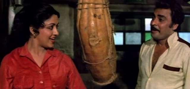 सत्ते पे सत्ता के एक सीन में हेमा मालिनी के साथ सुधीर।