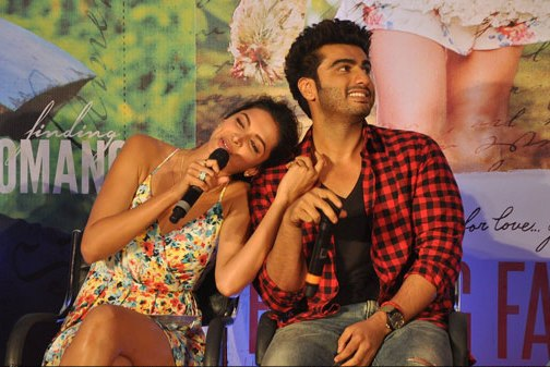 Deepika-Padukone-and-Arjun-Kapoor-at-Finding-Fanny-musical-event-12