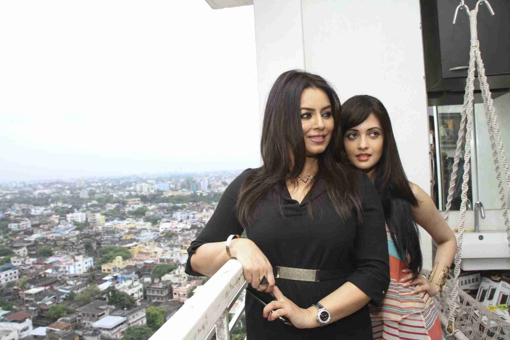 """Kolkata: Actresses Mahima Chaudhry and Riya Sen during a press conference regarding their upcoming film """"Dark Chocolate"""" in Kolkata, on Oct 6, 2015. (Photo: IANS)"""